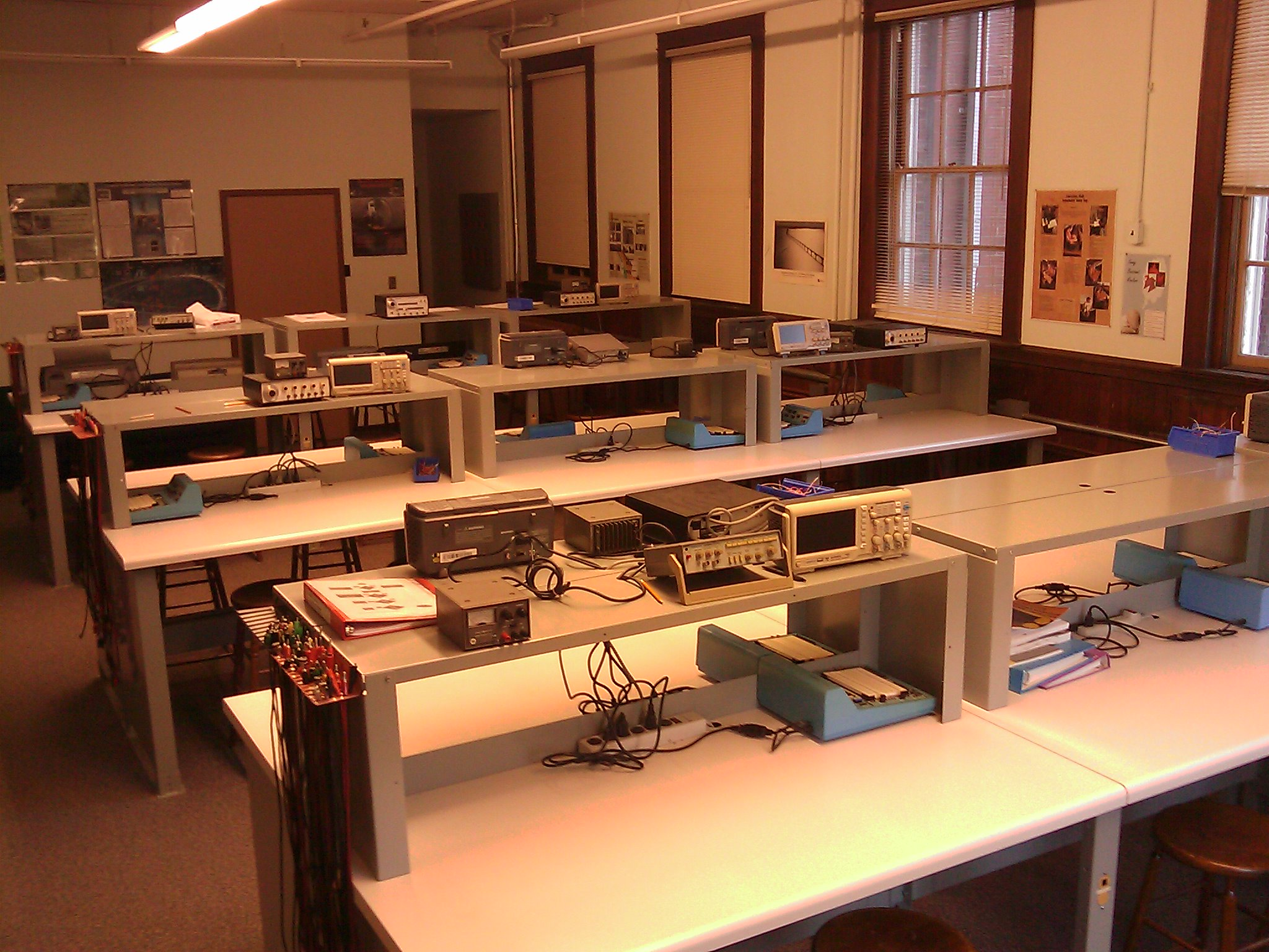 Building Tour Ivan Curry School Of Engineering Electric Circuit Circuits Lab 2